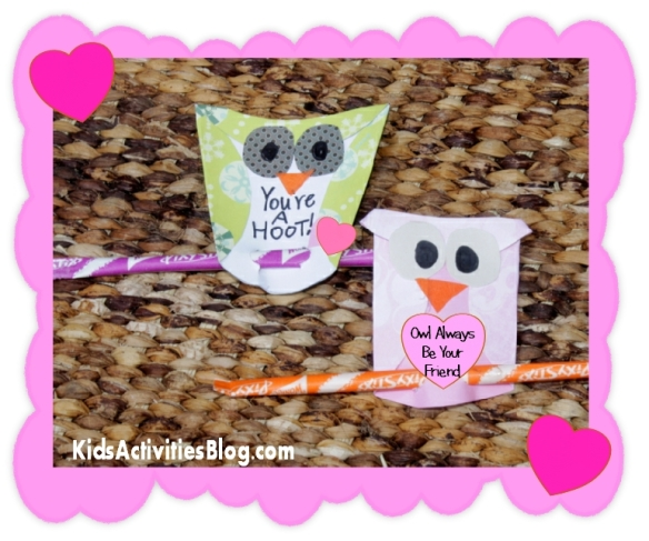 KidsActivitiesBlog has great step by step instructions o how to make these cute little owls.  So simple, right????